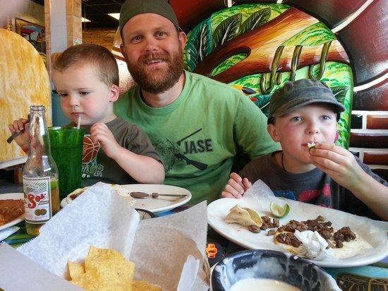 Los Nopales: hungry boys