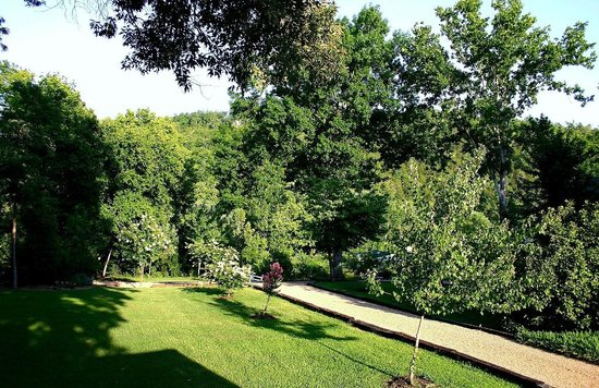 Landscape - River Ridge Inn: Remove, too much cropping