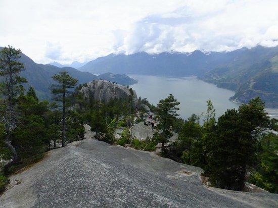 Stawamus Chief Park: Blick über den First Peak über den Howe Sound