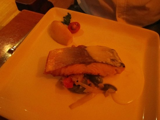 Davitts Restaurant: Salmon Main