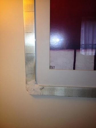 Ramada Dover: poorly repaired picture frame