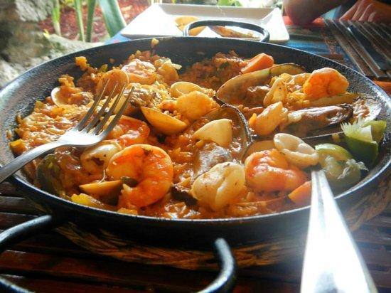 Aji Tapa Bar & Restaurant: Seafood Paella