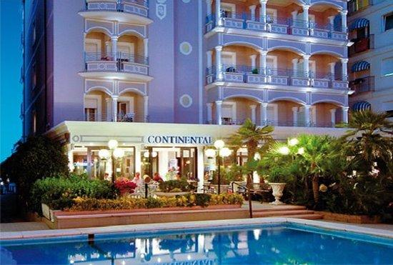 Hotel Continental: esterno serale monte