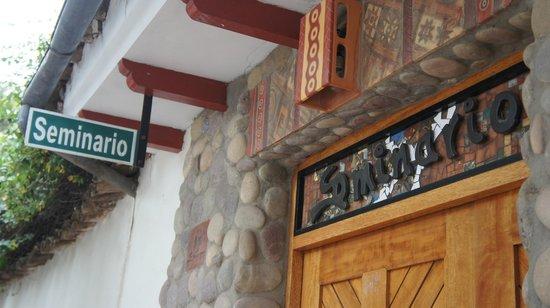 Ceramicas Seminario: Easy to get to in Urubamba