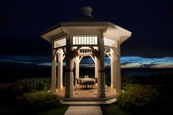 Moon Dance Cliffs: A romantic dinner in the wedding gazebo!