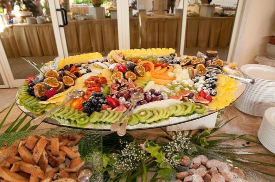 particolare del buffet di frutta e dolci - Foto di Ristorante al ...