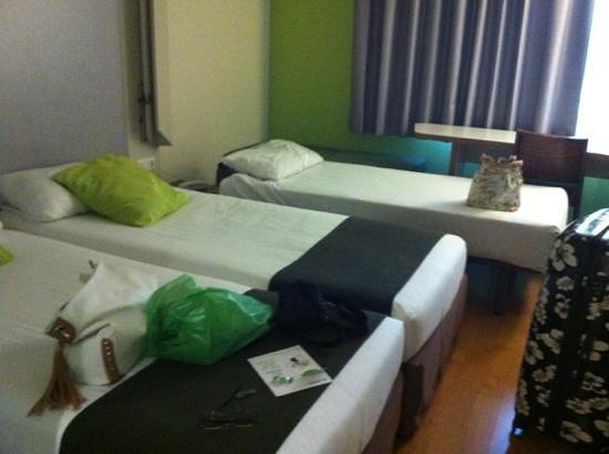 Campanile Barcelona Sud Cornella Hotel : so small room for 3!!!