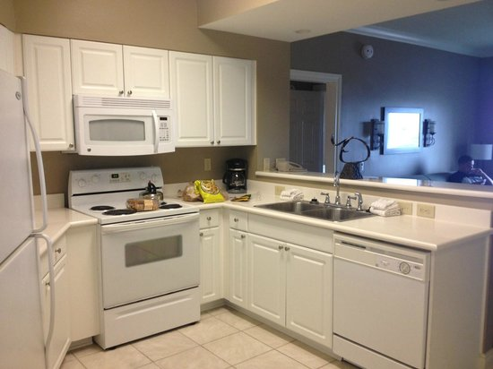 Holiday Inn Club Vacations Galveston Beach Resort: Full kitchen with washer/dryer