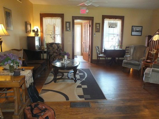 Normandale, Canada : Front Room