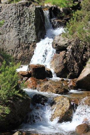 Camino de la Fuentona: mas vistas de Laguna Negra