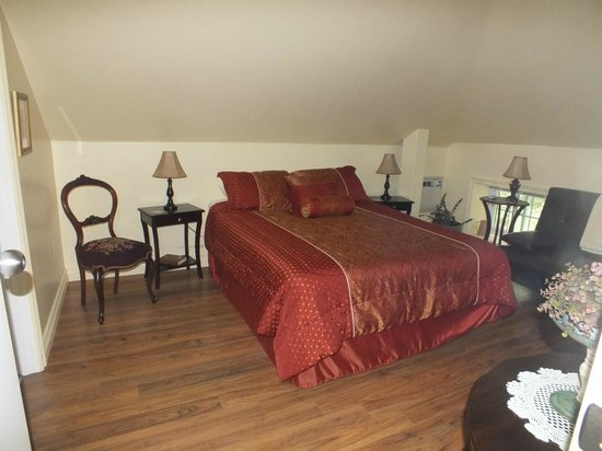 Normandale, Canada : Large Room at the Back of Inn