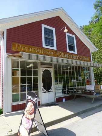 Normandale Century Inn: Ice Cream Store