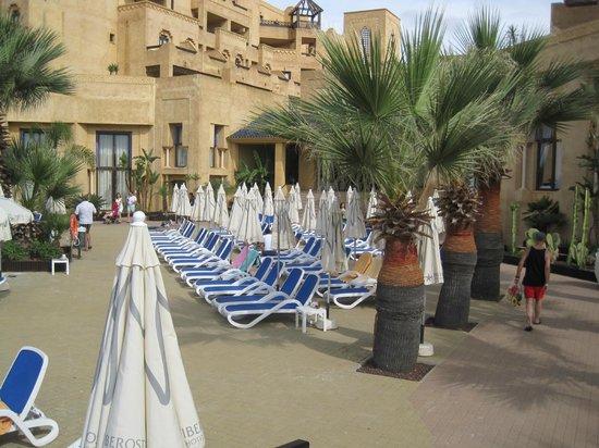 IBEROSTAR Isla Canela Hotel: One of the main sunbed areas