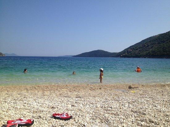 Mikros Gialos: Poros beach