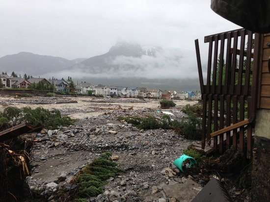 Mystic Springs Chalets & Hot Pools: Canmore Flood 2013