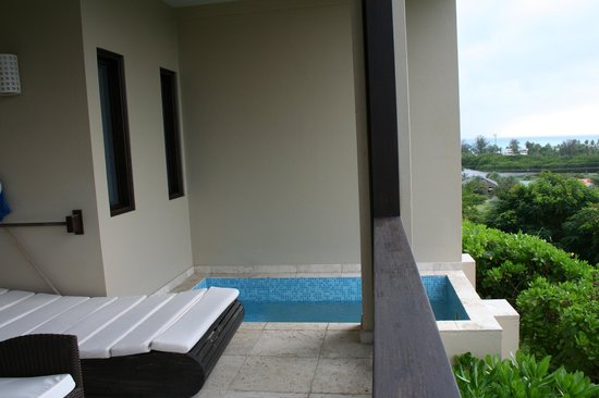 Sugar Ridge: Our veranda with plunge pool