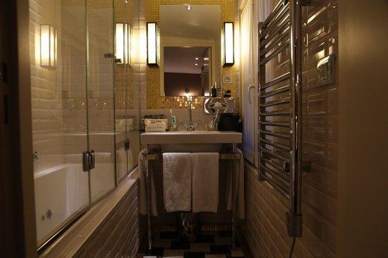 Le Pradey: 浴室全景