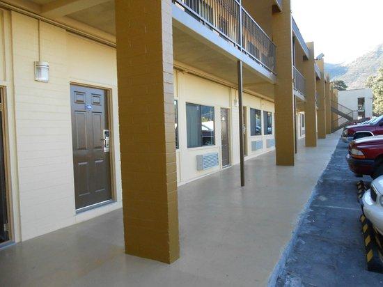 Howard Johnson Inn - Flagstaff : Exterior
