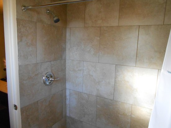 Howard Johnson Inn - Flagstaff: Shower