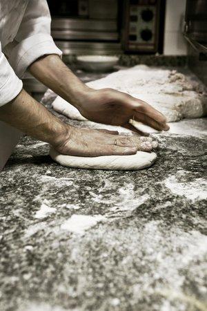 Gli Orti di via Elisa : si prepara il pane