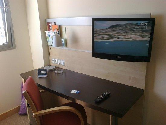 Holiday Inn Express Vitoria : Televisión rotatoria
