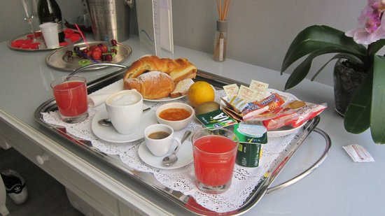 Relais Sul Mare - Boutique B&B in Naples : colazione in camera