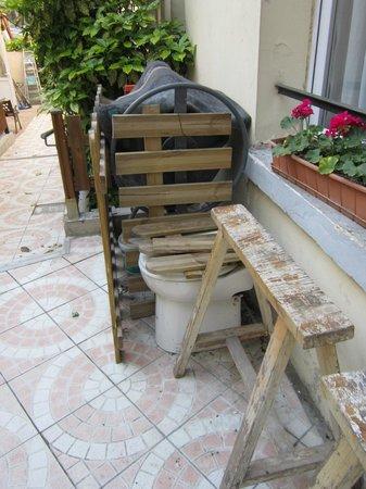 Hipotel Paris Belleville: patio comun.