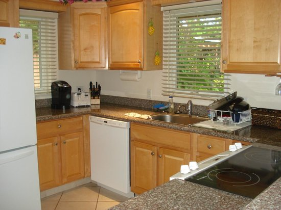Puamana Townhomes : Kitchen