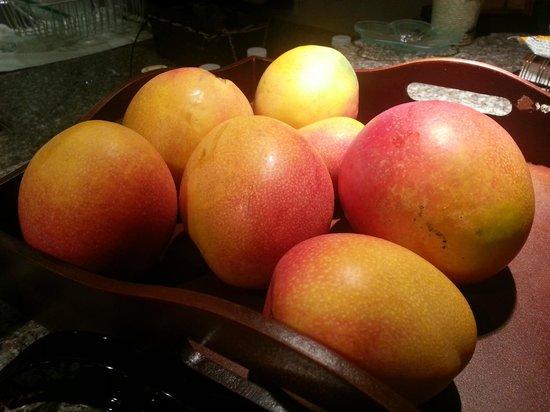 Puamana Townhomes : Yummy tree-ripened mangoes