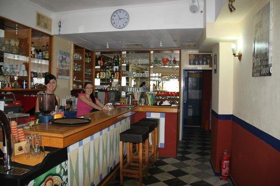 Alibi Cafe - Cocktail Bar: Friendly Staff.