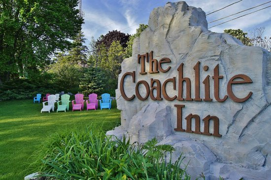 Coachlite Inn of Sister Bay: Here's the sign...other than this you wouldn't know there was a hotel!
