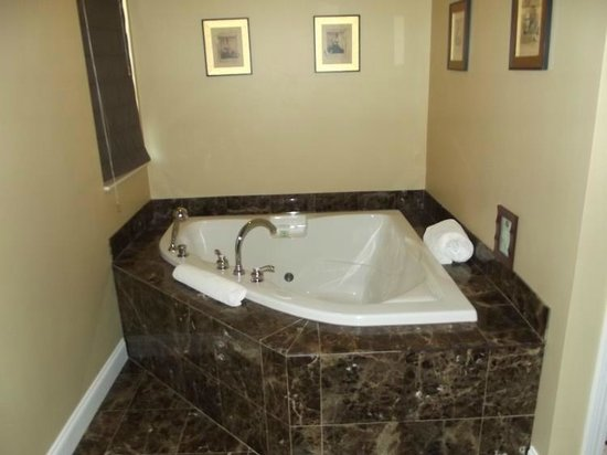 Sheridan House: Champagne Suite