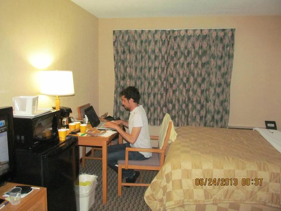 Comfort Inn Airport West: My son using his laptop in our room. We get Internet access
