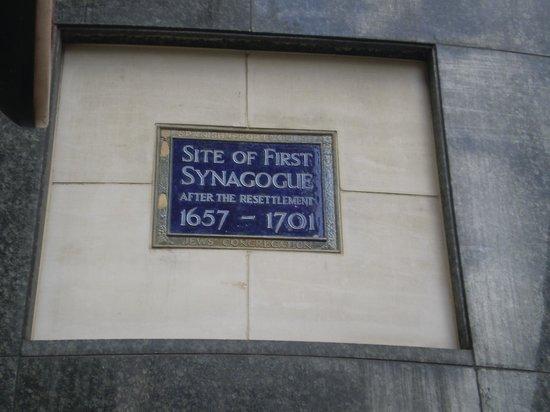 Jewish London Walking Tours: placa conmemorativa de la primera sinagoga
