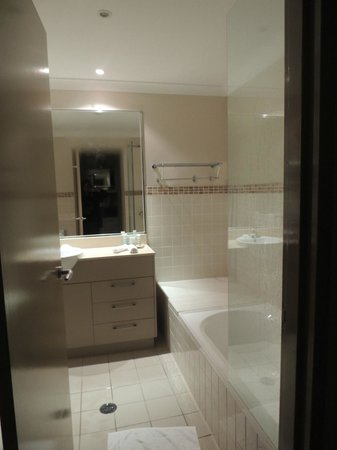 Mercure Kooindah Waters Central Coast: bathroom