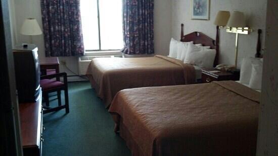 Quality Inn: Worn but seemed pretty clean