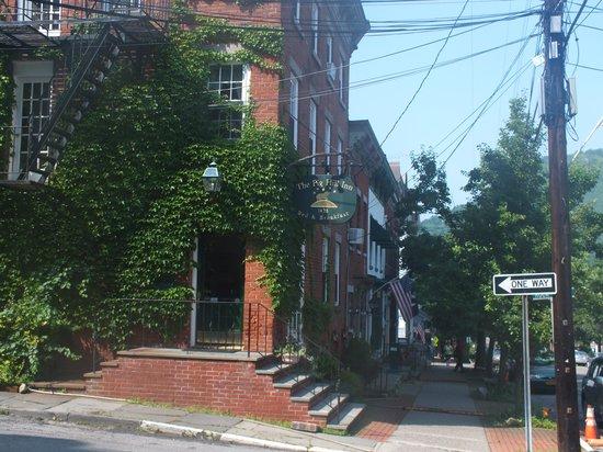 Pig Hill Inn