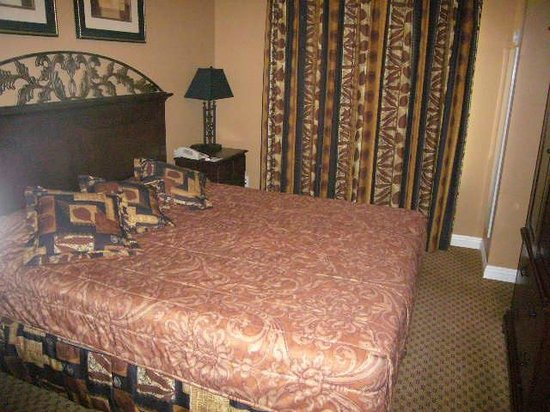 1862 David Walley's Hot Springs Resort and Spa: Bedroom with king-size bed