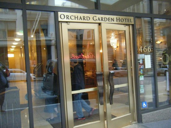 Orchard Garden Hotel : Front entryway