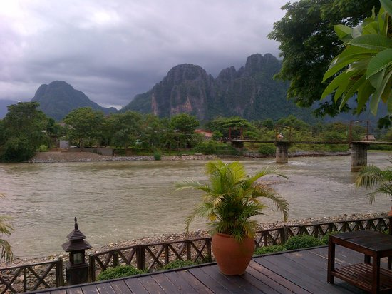 Villa Vang Vieng Riverside : the little bridge