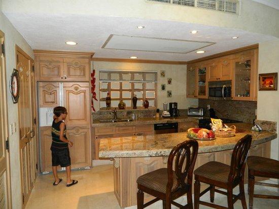 Villa La Estancia Beach Resort & Spa Los Cabos: Kitchen in the 1 and 2 bedroom suites