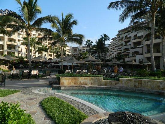 Villa La Estancia: pool and hotel view