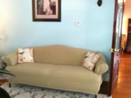 Southard House Bed and Breakfast: Southard parlor