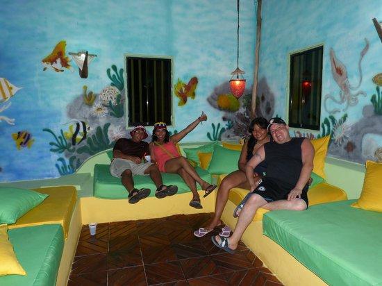 Pasándola bien en la posada Galapagos