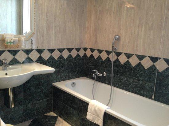 Hotel Ca' Dogaressa: Bathtub