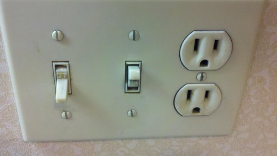 Hawthorn Suites by Wyndham Dallas Love Field Airport: One of many dirty switches and outlets