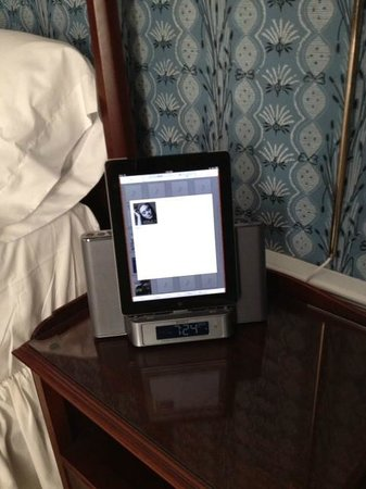 Old Sturbridge Inn & Reeder Family Lodges : Sony I-pad alarm clock