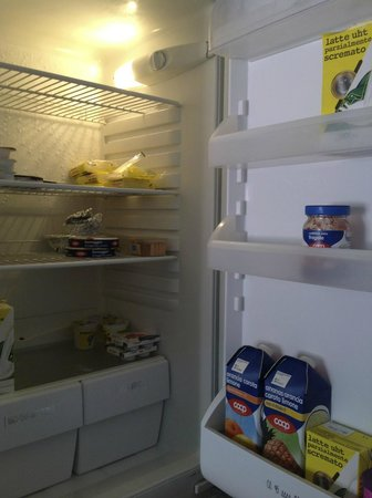 L'Imbarcadero: Fridge with breakfast supplies