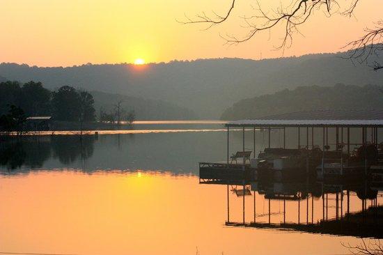 Kimberling Oaks Resort: BEAUTIFUL SUN RISES