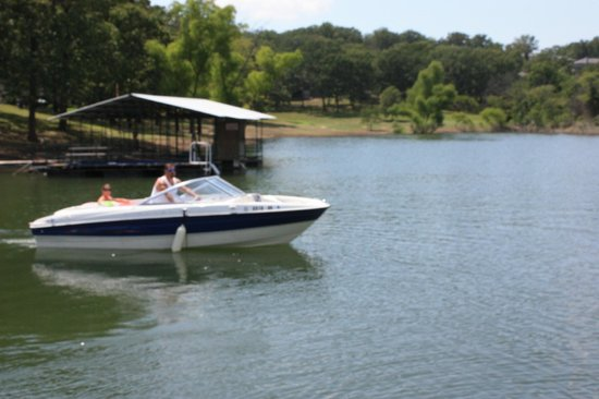 Kimberling Oaks Resort: EASY IN AND OUT OF THE DOCK
